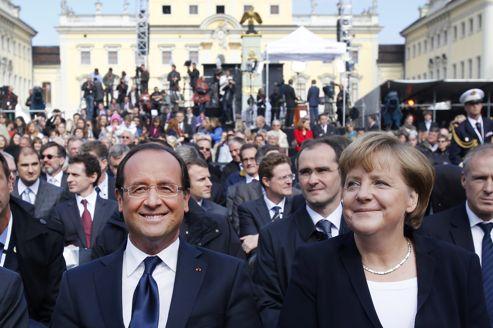 François Hollande et Angela Merkel, samedi à Ludwigsburg.