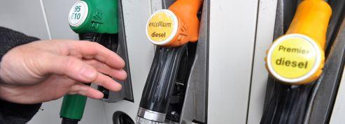 Carburants : des prix plus bas que ceux promis par Ayrault