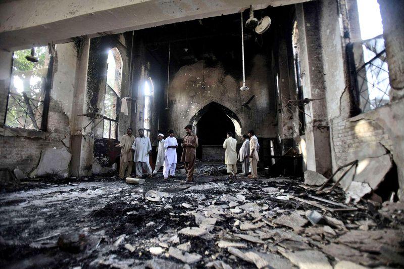 <strong>Jour de cendres</strong>. En représailles à la diffusion de L'Innocence des musulmans, des islamistes pakistanais ont attaqué, le 21 septembre, l'église luthérienne de Sarhadi, dans la ville de Mardan, au nord-ouest du pays. Après avoir saccagé les lieux, détruit des bibles, des objets de culte et pillé tout ce que l'église et son école contenaient, les émeutiers ont mis le feu aux bâtiments, qui ont été réduits en cendres. Depuis le 11 septembre dernier, les nombreuses manifestations à l'appel d'organisations islamistes radicales pour protester contre ce navet islamophobe, diffusé sur les réseaux sociaux internationaux, et les caricatures de Mahomet publiées en France la semaine dernière ont fait au moins 51 morts dans le monde, dont l'ambassadeur des Etats-Unis en Libye.