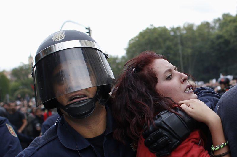 Les participants à la manifestation, organisée via internet par différents groupes d'activistes, semblaient plus jeunes que dans les récents rassemblements qui ont eu lieu à l'appel des syndicats institutionnels