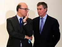 Jérôme Cahuzac au côté de Pierre Moscovici, lors de la conférence de presse sur le traité européen.