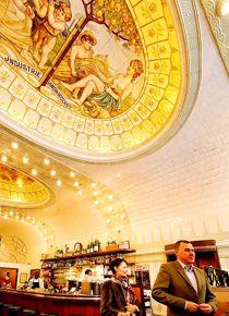 Café Paris, immanquable pour prendre un verre.