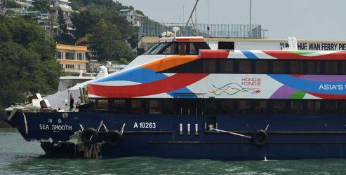 La navette Hongkong-Lamma ayant éperonné le ferry.