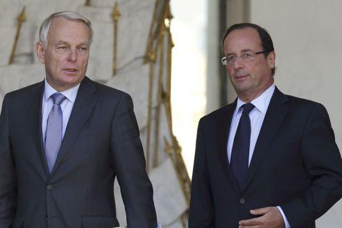 Jean-Marc Ayrault et François Hollande: la popularité des deux hommes est en baisse, tant chez les ménages aisés que chez les plus modestes.