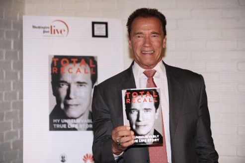 Arnold Schwarzenegger présente <i>Total Recall, l'incroyable histoire de ma vie </i>à Washington.