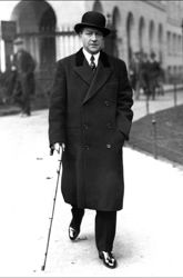 Sacha Guitry à Londres, en 1932.