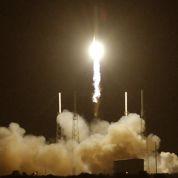 Explosion sur la fusée Falcon en vol vers l'ISS
