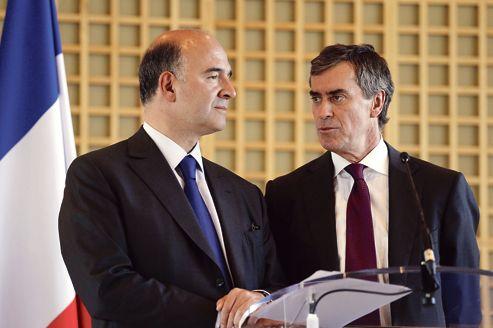 Après la fronde des chefs d'entreprise, le ministre de l'Économie Pierre Moscovici, ici au côté de Jérôme Cahuzac, ministre du Budget, a annoncé, le 4 octobre, des modifications dans la taxation des plus-values de cessions d'entreprises.