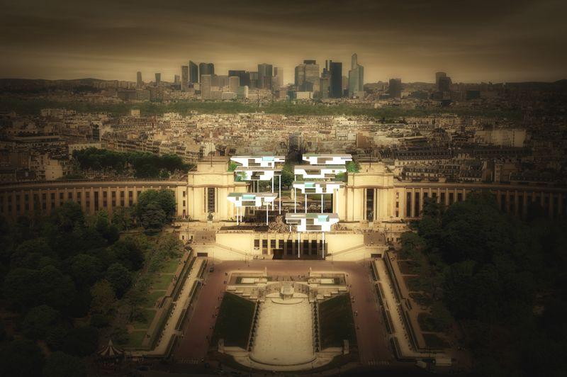 Au Trocadéro, un curieux habitat pour millionnaires.