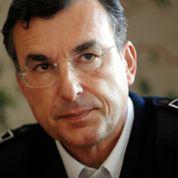 Manuel Valls défend la hiérarchie policière