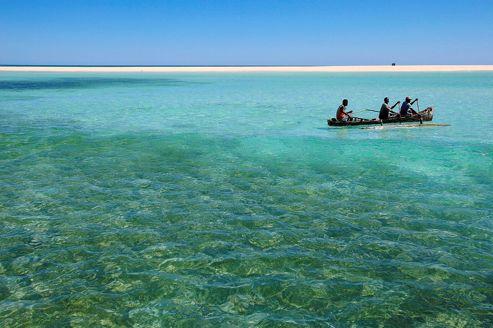 En Madagascar, Tsarabanjina est une petite île-hôtel quasi déserte, au nord-ouest de Nosy Be, que l'on rejoint en une heure et demie de bateau.