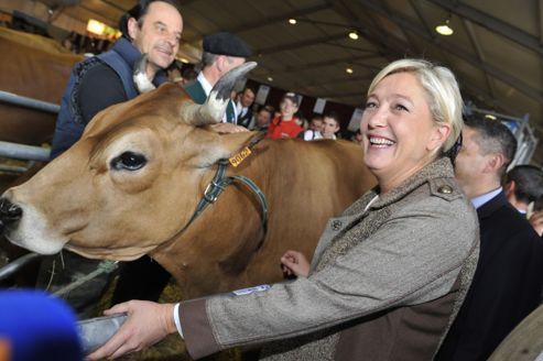 Marine Le Pen visite le Sommet de l'élevage, le 4 octobre à Cournon (Puy-de-Dôme).