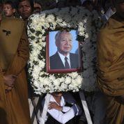 Ferveur autour de la dépouille de Sihanouk