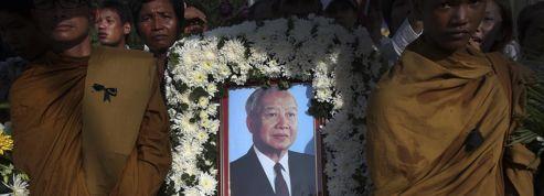 Ferveur autour de la dépouille du roi Sihanouk
