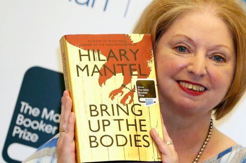 Hilary Mantel obtient son second Man Booker Prize pour son roman<i> Bring Up The Bodies.</i>