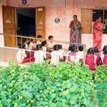 Ces enfants de l'école de Bungalowpudur font partie des élève suivants un projet de replantation dans leurs programme.