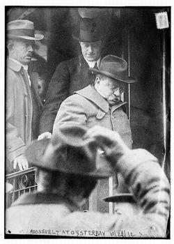 Theodore Roosevelt à Oyster Bay, près de New York, huit jours après l'attentat.