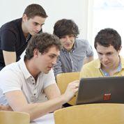 Les diplômés misent sur les réseaux sociaux pro