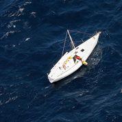 Un avion de ligne aide à repérer un voilier