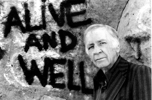 Jim Thompson à la fin de sa vie, dans les années 70. Contrairement à ce qu'indique le graffiti, rien ne va plus.