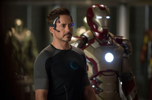 Tony Stark (Robert Downey Junior).