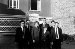 Mitt Romney (à gauche), photographié en 1967 à Bordeaux, à l'âge de 20 ans. Sa mission de trente mois en France n'avait pas été facile.