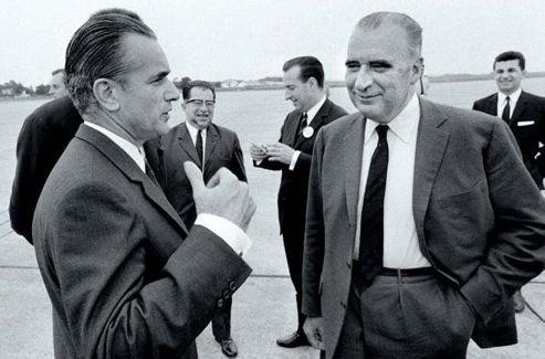 Georges Pompidou et Jacques Chaban-Delmas sur le taramc de l'aéroport de Bordeaux le 15 juin 1969. C/ BRUNO BARBEY MAGNUM PHOTOS