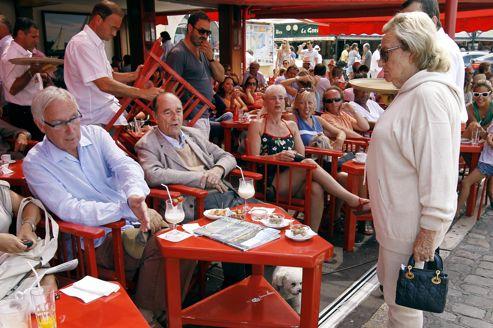 Ce café est aussi connu pour être fréquenté par l'ancien président de la République, Jacques Chirac.