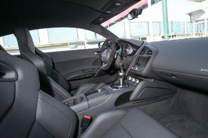 Nous avons dès lors apprécié les sièges Sport au maintien latéral ajustable électriquement et un volant en cuir retourné, comme celui d'une vraie voiture de course.