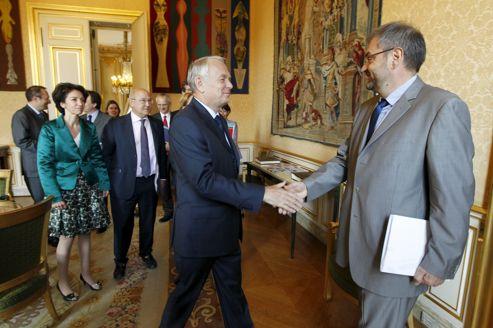 François Chérèque, secrétaire général de la CFDT, salué par Jean-Marc Ayrault,lors d'une réunion à Matignon, en mai dernier, avec les différentes organisations syndicales.