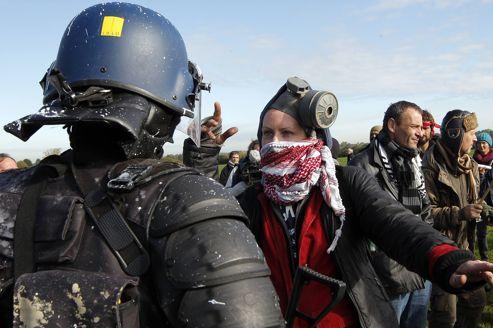 Des manifestants ont été évacués, mardi, à Notre-Dame-des-Landes, sur le site du projet de l'aéroport situé à 30 kilomètres de Nantes.