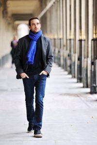 L'auteur suisse de passage à Paris dans les jardins du Palais-Royal, le jour de la remise de son prix.