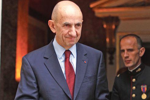 Louis Gallois, lundi matin, à sa sortie de Matignon. Il était venu remettre au premier ministre un rapport destiné à relancer l'industrie française.