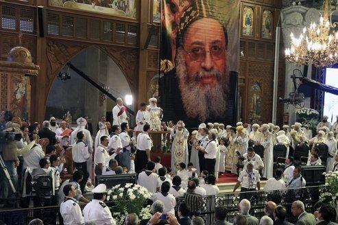 Cérémonie rituelle organisée dans la cathédrale Saint-Marc, à Abbassia, au Caire.