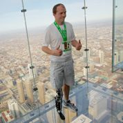 Il grimpe 103 étages avec sa jambe bionique