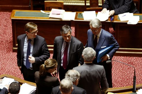 Au centre, le ministre délégué au budget, Jérôme Cahuzac, au Sénat hier, le 7 novembre.
