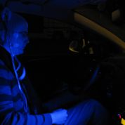 Une lumière bleue pour rester vigilant au volant