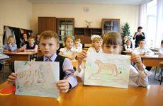 Visite dans une école primaire de Slavyanka pour sensibiliser les enfants à la protection des grands fauves.