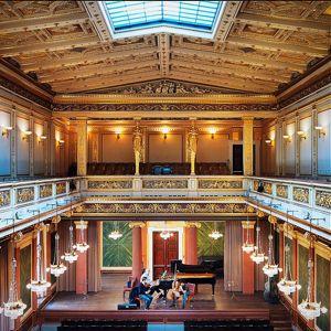 Vue générale de la salle Brahms du Musikverein avec sur la scène, en répétition, Renaud Capuçon et sa formation de musique de chambre. C'est dans le même bâtiment qu'il a travaillé avec le Wiener Philharmoniker pour préparer son disque consacré à Brahms.