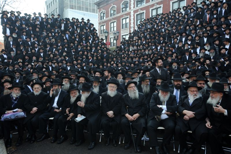 <strong>Photo de famille</strong>.La 29ème édition de la plus grande conférence rabbinique internationale s'est tenue ce week-end à New York. Plusieurs milliers d'émissaires Chabad Lubavitch se sont rassemblés pour célébrer l'union des rabbins et répondre aux besoins de la communauté juive mondiale.