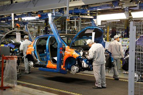 Des ouvriers PSA de l'usine de Poissy.