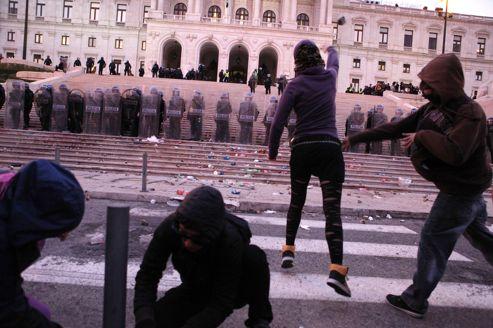 En Espagne et en Italie, les manifestations dégénèrent