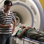 Le rappeur Mike Eagle s'apprête à passer son IRM.