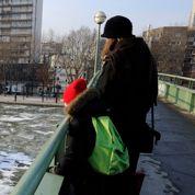 Les mères seules frappées par la crise