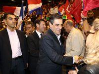 François Fillon salue son public lors d'un de ses nombreux meeting.