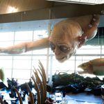 Un Gollum géant domine le hall de l'aéroport de Wellington en Nouvelle-Zélande.