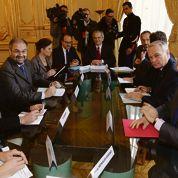 Compétitivité : Ayrault rassure les syndicats
