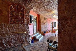 L'Underground Motel creusé dans l'épaisseur de la roche opalifère de Coober Pedy.
