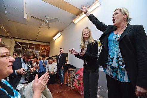 Marine Le Pen s'est dit prête à accueillir «à bras ouverts» les militants UMP (ici le 16 novembre à Carpentras, avec Marion Maréchal-Le Pen).