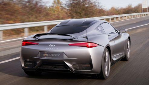 La carrosserie en fibres de carbone de l'Emerg-e s'avère plus étroite et plus haute que celle du concept-car mais elle conserve toute son élégance.